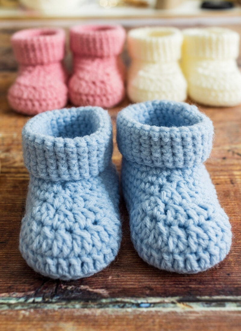 Featured Image Baby Booties with cuff